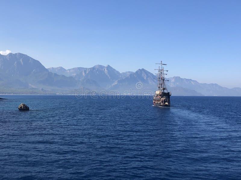 osamotniony statek obrazy stock