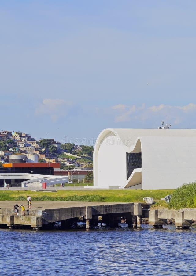 Oscar Niemeyer Theatre em Niteroi foto de stock