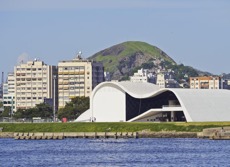 Oscar Niemeyer Theatre em Niteroi fotos de stock