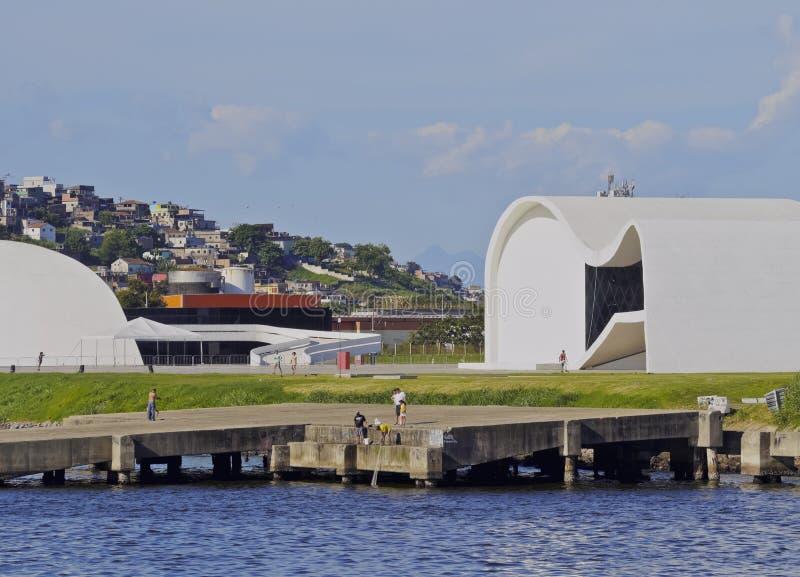 Oscar Niemeyer Theatre en Niteroi fotografía de archivo