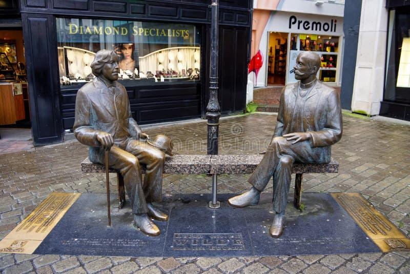 Oscar Wilde-standbeeld in Winkelstraat Galway is een gastheer aan Oscar Wilde Festival royalty-vrije stock fotografie