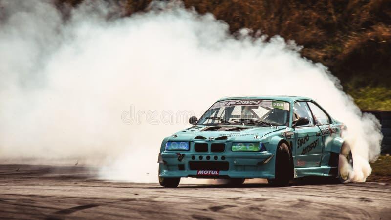 Александр Страно за рулем BMW E36 M3 Turbo во время Международной серии Drift Kings. Ошерслебен, Германия, 31 августа 2019 года: Александр Страно за рулем BMW стоковые изображения
