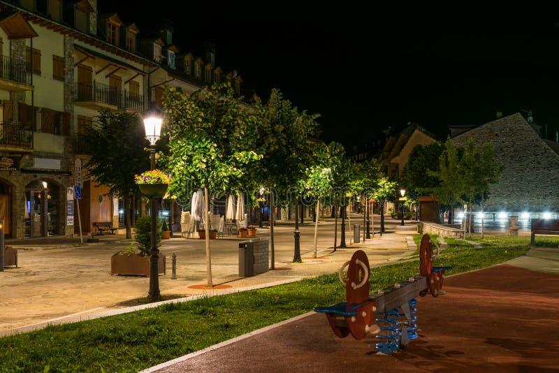 Oscilación vacía durante noche imagen de archivo