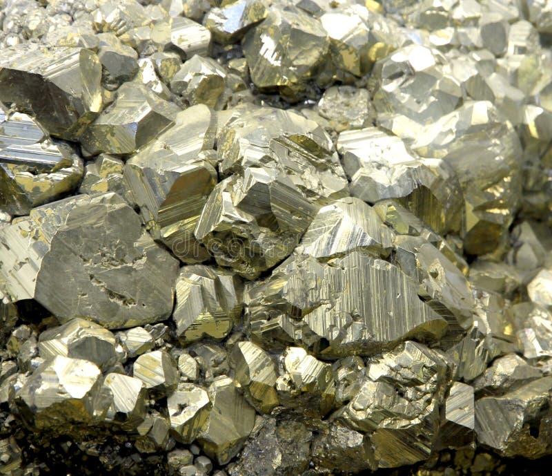 Oscile con los cristales minerales de la pirita o el oro - Bater roca precios ...