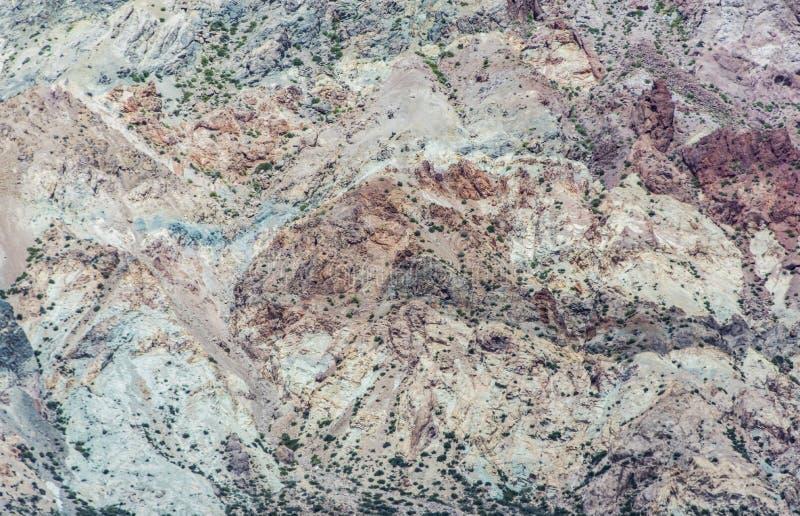 Oscile el detalle de la cordillera de los Andes con los mil colores de sus componentes minerales imágenes de archivo libres de regalías