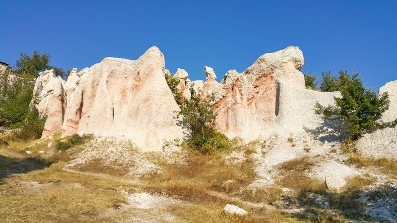 Oscile la boda de piedra del fenómeno cerca de la ciudad de Kardzhali imagen de archivo