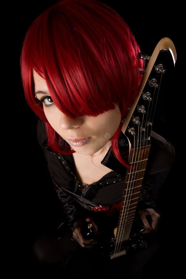 Oscile a la muchacha con la guitarra, opinión de alto ángulo fotografía de archivo libre de regalías