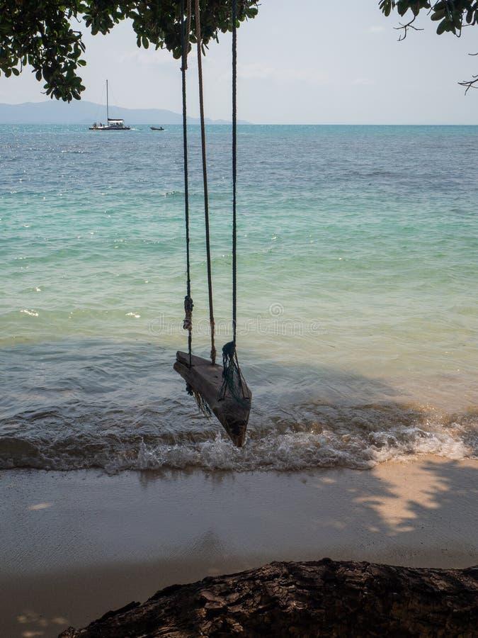 Oscillation de corde par la mer image libre de droits
