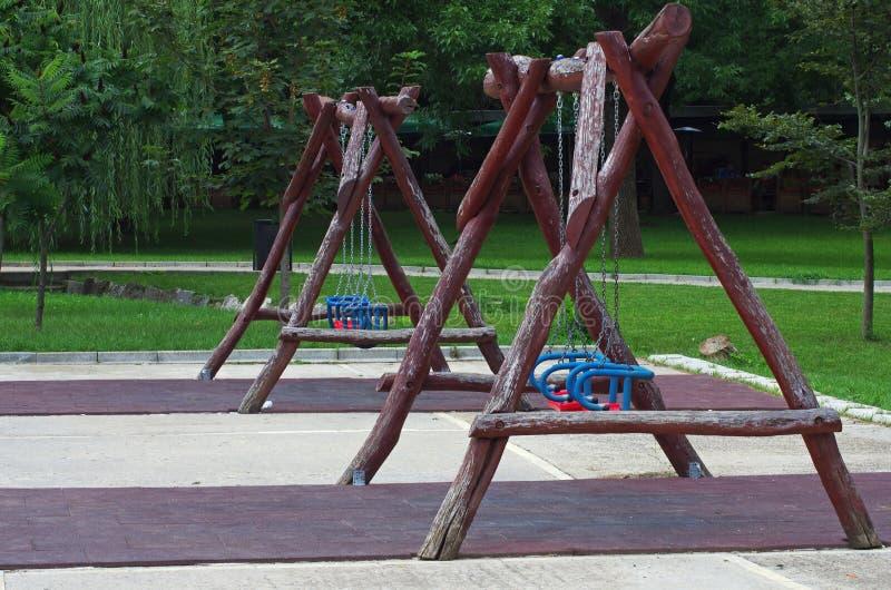 Oscillation en bois images libres de droits