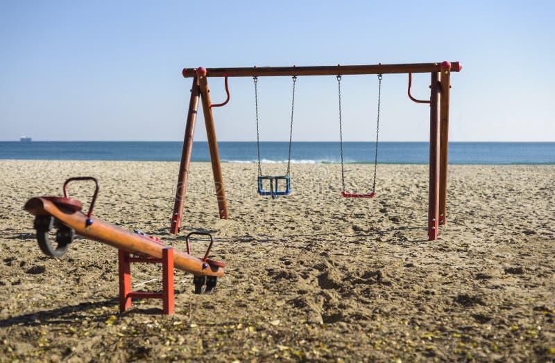 Oscillation sur la plage images libres de droits