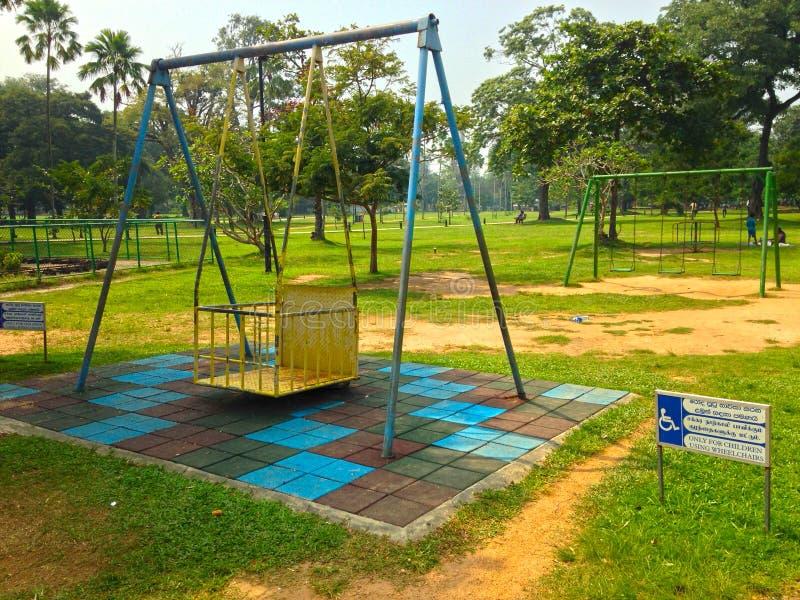 Oscillazione per i bambini disabili nel parco Colombo fotografia stock libera da diritti