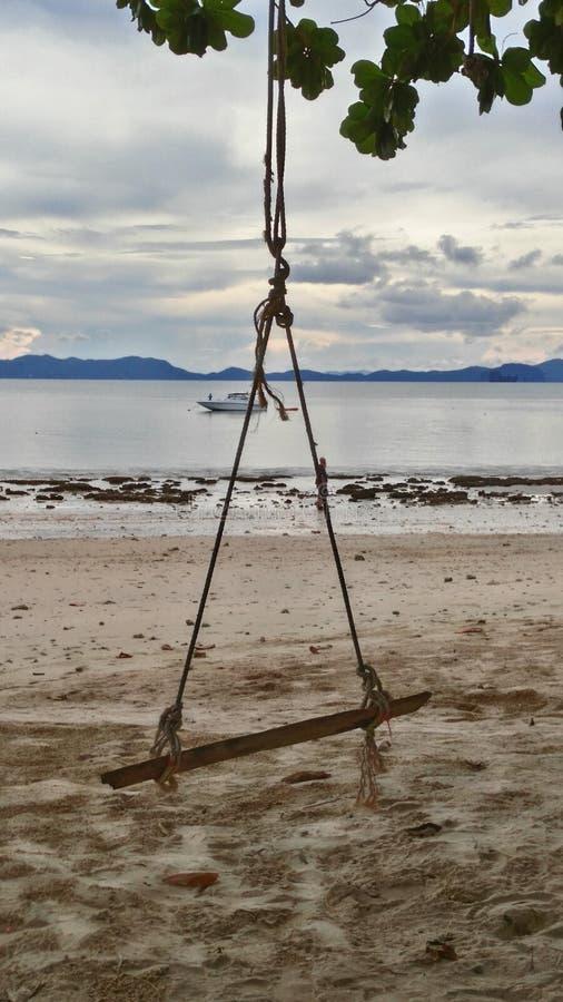 Oscillazione sulla spiaggia fotografie stock