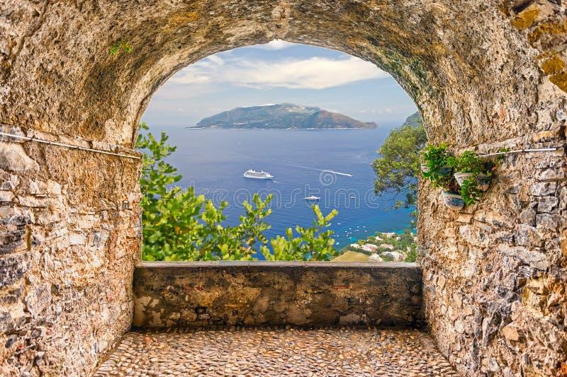 Oscilli il balcone che trascura la penisola veduta da Capri, pelo di Sorrento fotografia stock