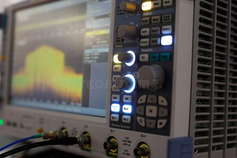 Oscilloscope numérique moderne photographie stock