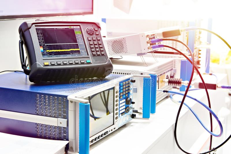 Oscilloscopio di Digital ed analizzatore di spettro fotografia stock