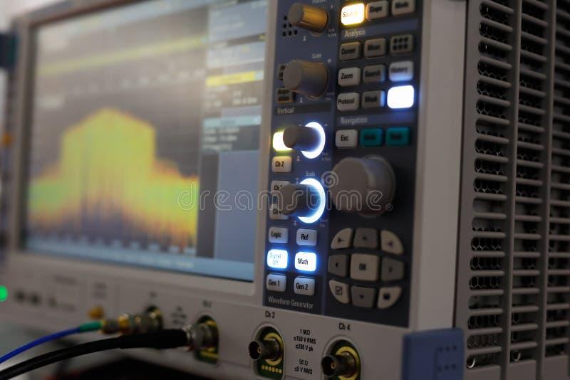 Oscilloscopio digitale moderno fotografia stock