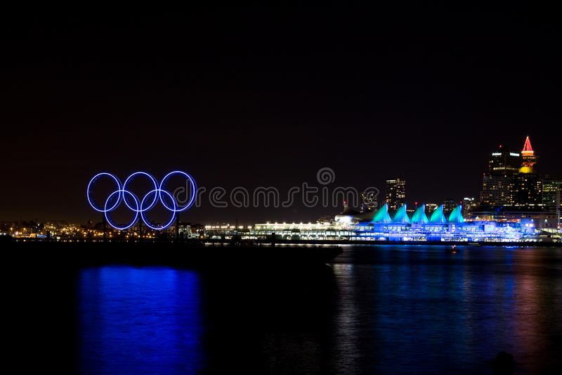OScirklar och tänt upp Kanada ställe, Vancouver, F. KR. royaltyfri bild