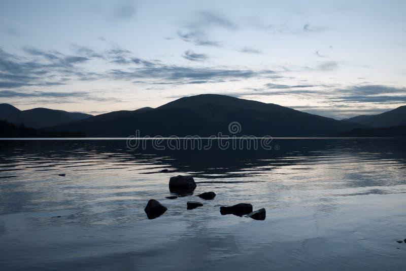 Oscuridad en Loch Lomond fotografía de archivo libre de regalías