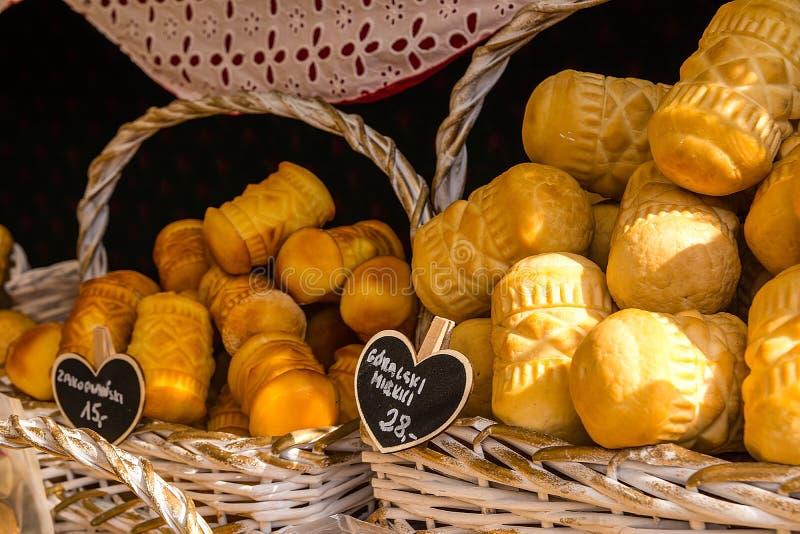 Oscypek - tradycyjny uwędzony ser robić solony barani mleko Wyłącznie w Tatrzańskich górach Polska zdjęcia stock