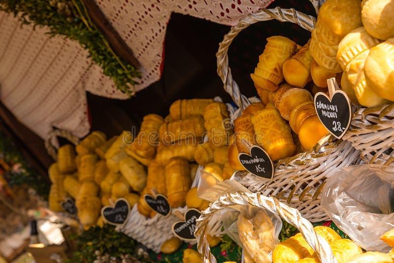 Oscypek - tradycyjny uwędzony ser robić solony barani mleko Wyłącznie w Tatrzańskich górach Polska fotografia stock