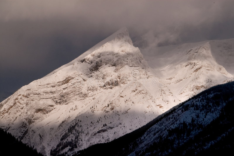 osiąga szczyt niewygładzonego śnieg zdjęcie royalty free