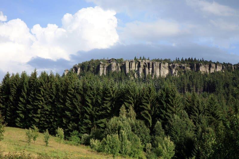 Osiąga szczyt w Stołowej górze, widok od Pasterki wioski fotografia royalty free