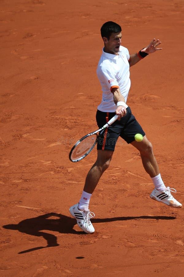 Osiem czasów wielkiego szlema mistrz Novak Djokovic w akci podczas jego trzeci round dopasowania przy Roland Garros zdjęcie stock