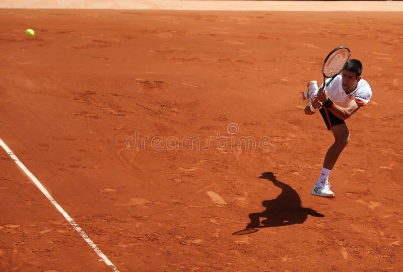 Osiem czasów wielkiego szlema mistrz Novak Djokovic w akci podczas jego trzeci round dopasowania przy Roland Garros obrazy stock