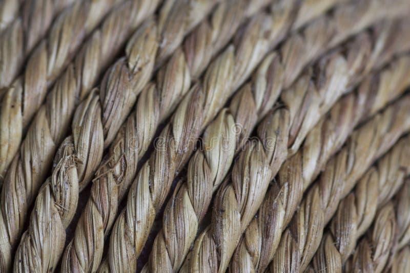 Osier naturel tordu comme des couches de fibre étroitement avec le foyer sélectif photos stock