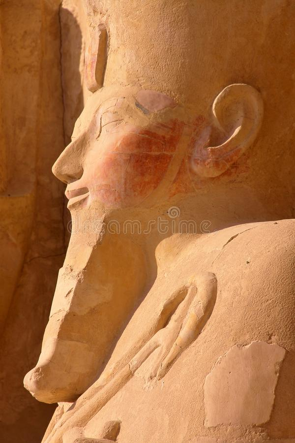 Osiris-Statue an Hatshepsut-Tempel in Luxor lizenzfreie stockfotografie