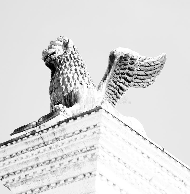Oskrzydlona lew statua w piazza San marco w Wenecja zdjęcie royalty free