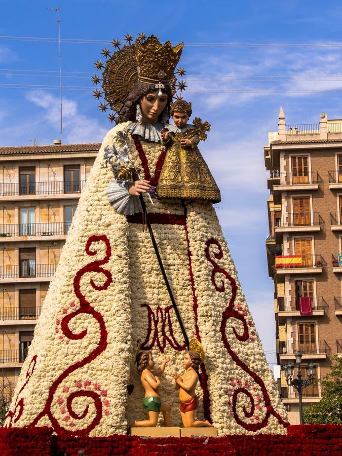 Oskuld Mary Flower Sculpture Las Fallas Valencia arkivbild