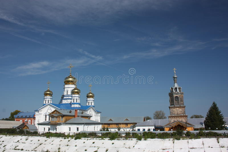 Oskulden av den Tikhvin kloster. Panorama. arkivfoto