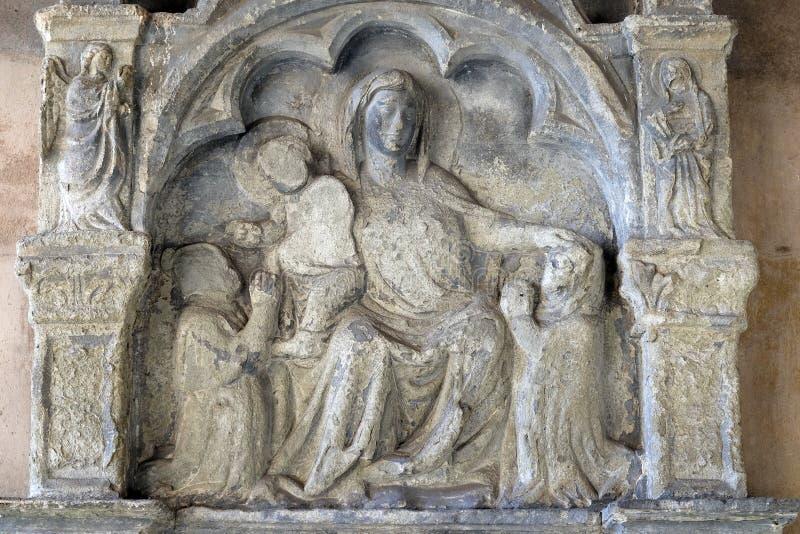 Oskulden Mary med behandla som ett barn Jesus, den Santa Maria Novella kyrkan i Florence royaltyfri foto
