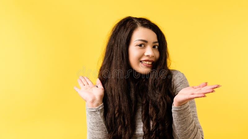 Oskyldig rolig gullig likgiltig emotionell flicka fotografering för bildbyråer