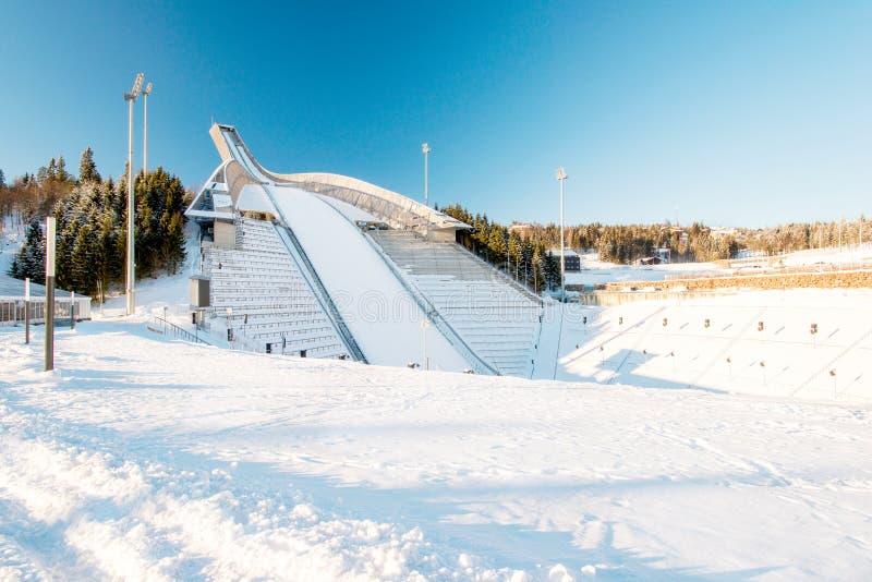 Salto de esqui de Holmenkollen em Oslo Noruega foto de stock
