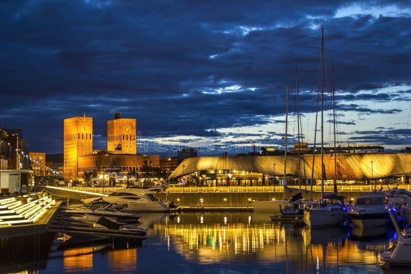 Oslo hamn på natten, Norge royaltyfria bilder