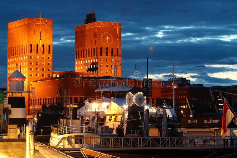 Oslo hamn på natten, Norge arkivfoto