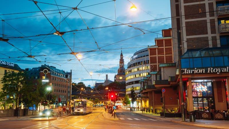 Oslo, Noorwegen Avondcityscape, Verlichte Biskop Gunnerus royalty-vrije stock fotografie