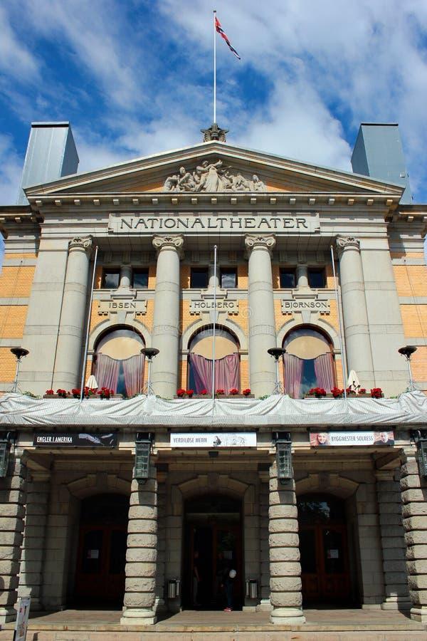 Oslo, Noruega - 26 de junho de 2018: Teatro nacional do ` s de Oslo, o Norwa imagem de stock