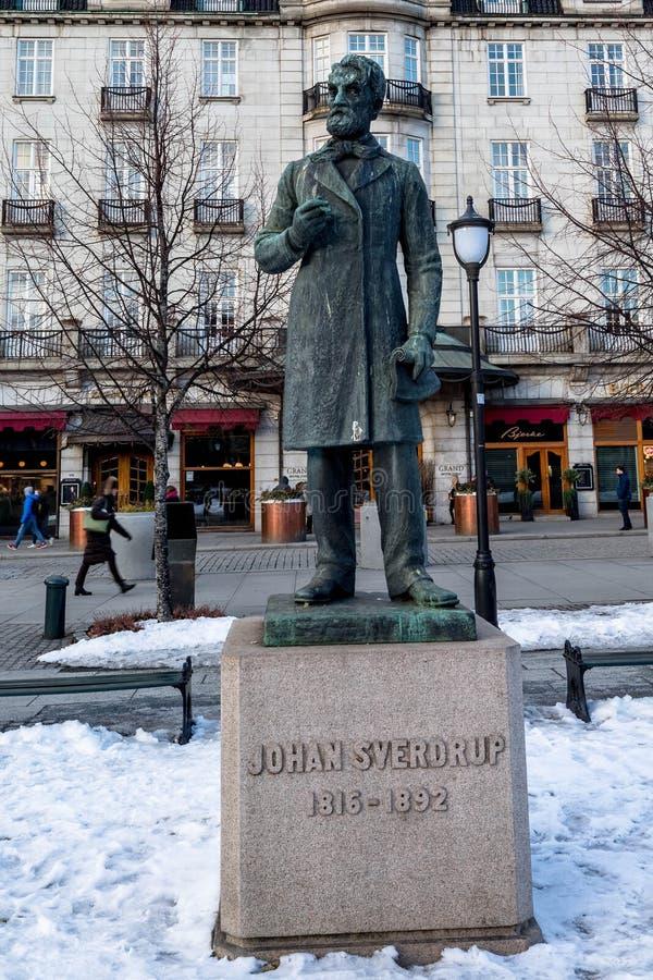 OSLO, NORUEGA - 16 de marzo de 2018: Estatua del primer primer ministro parlamentario noruego Johan Sverdrup, situada en Karl imágenes de archivo libres de regalías