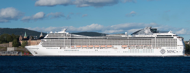 OSLO, NORUEGA - 7 DE SEPTIEMBRE: El MSC Magnifica es un barco de cruceros de la Musica-clase actuado por travesías del MSC imagenes de archivo