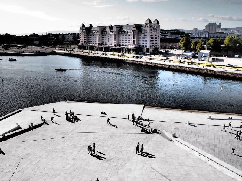 OSLO, NORUEGA - 13 DE SEPTIEMBRE: El puerto de Oslo Noruega es una de las grandes atracciones de Oslo Situado en el fiordo de Osl imagen de archivo