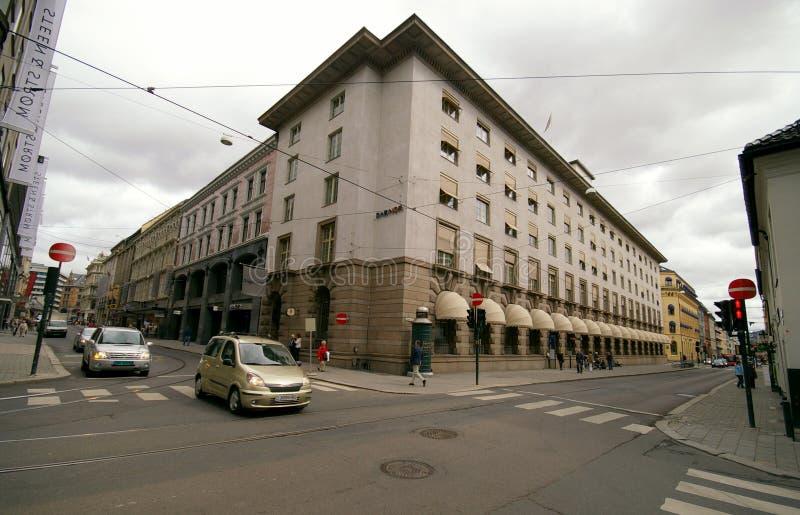 Oslo, Noruega Estradas transversaas da construção de banco de DnB foto de stock