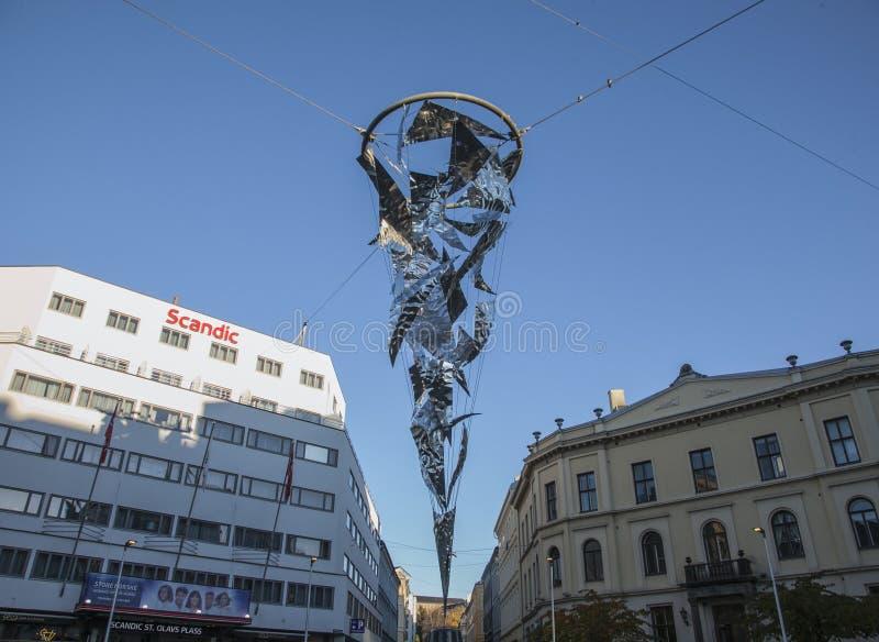 Oslo, Norvegia - vie della città un giorno soleggiato immagini stock libere da diritti