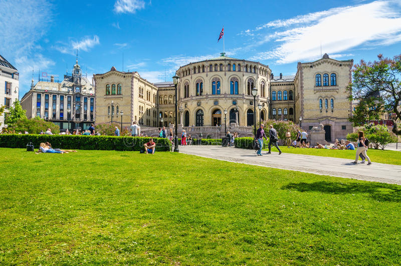 OSLO, NORWEGEN - 21. Juni 2015 - Parlament von Norwegen Oslo im schönen Frühling lizenzfreie stockbilder