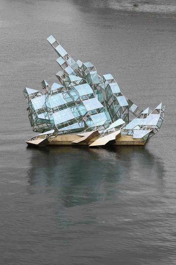 Oslo Norwegia, Jun, - 15, 2012: Sztuki rzeźba «Ona kłamstwa obrazy stock