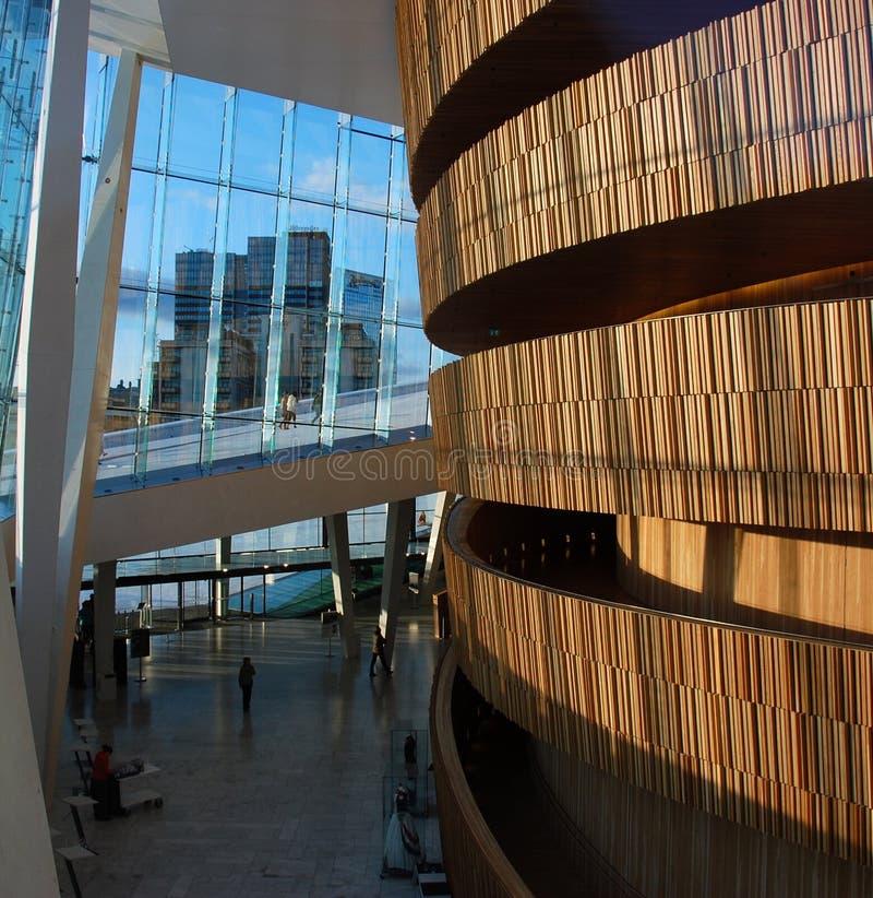 Oslo-Oper schauen-durch lizenzfreie stockfotografie