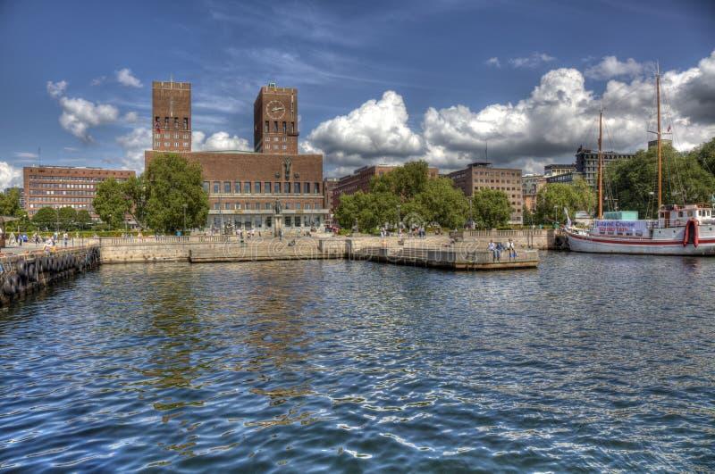 Oslo Radhuset vom Meer (HDR) stockfotografie