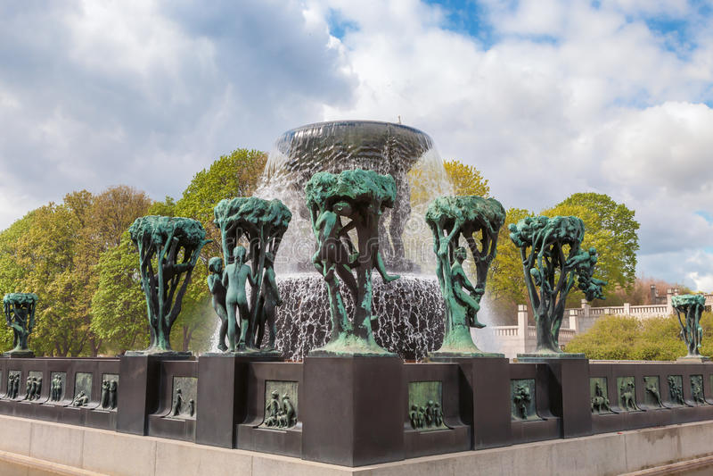 OSLO rzeźby przy Vigeland parkiem, Norwegia zdjęcia royalty free
